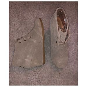 Toms taupe suede wedges